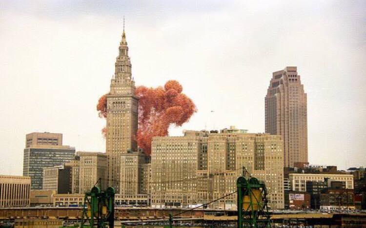 Alle havde glædet sig til det uforglemmelige syn af 1,5 mio. balloner i luften - få sekunder senere er katastrofen total