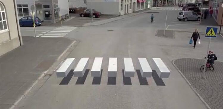 Det er ikke et helt almindeligt fodgængerfelt - Islands fartdjævle stoppes nu af denne geniale forhindring