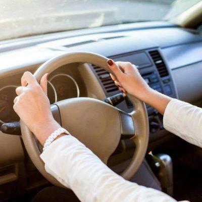 Nyt studie slår nu fast: Derfor er kvinder bedre til at kører bil end mænd