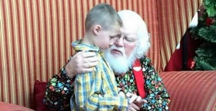 Autistisk dreng afslører sin dystre hemmelighed for julemanden - så siger han 6 ord der forandre alt