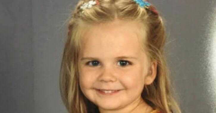 Datteren vælger selv tøj til klassebilledet - nu er hun børnehavens store helt.