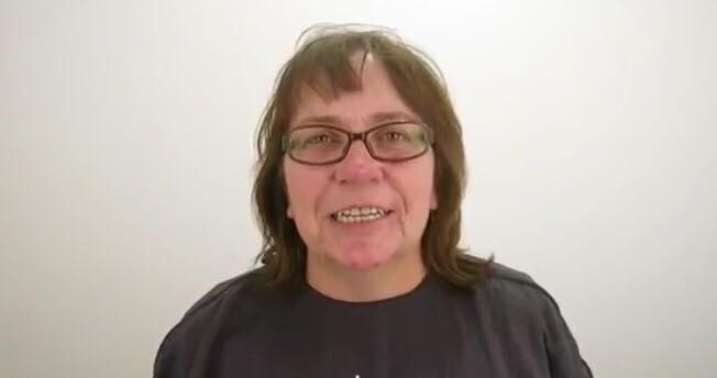 Kvinde havde netop gennemgået hård skilsmisse - fik en makeover der forvandlede hende totalt!