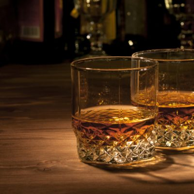 Drik Whisky og få løn for det - her søger du den ledige stilling