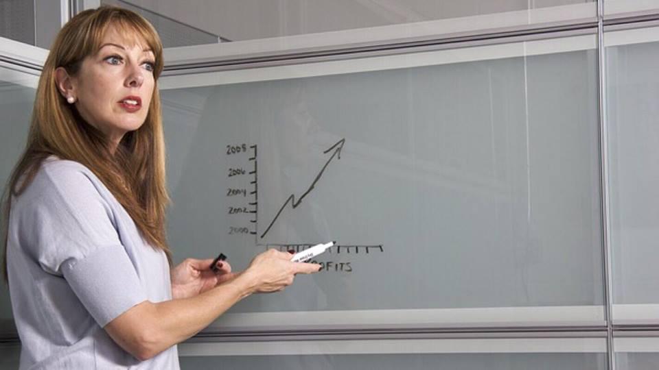 Lærerinde bliver frustreret over elev ikke kan svarer på simpelt spørgsmål - svaret er yderst morsomt!