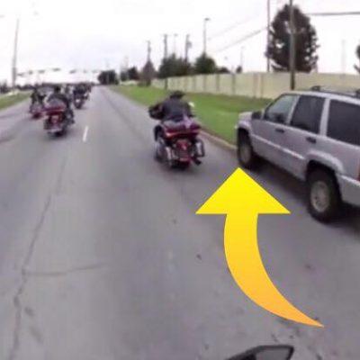Bilist overhaler motorcyklister - snart indser han sin store fejl