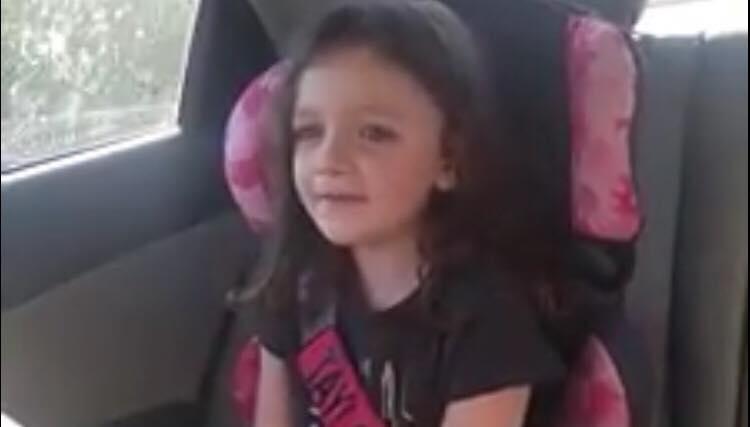 Moren græder i bilen - så hører hun sin autistiske datter sige sit aller første ord