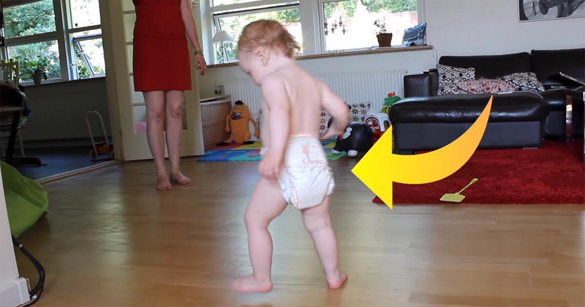 Han er 17 måneder og har knap nok lært at holde balancen - nu har glædesdansen fået flere millioner til at smile