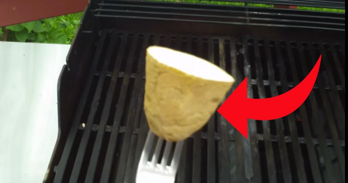 Sommerens geniale grilltip: Derfor skal du bruge en rå kartoffel på din grill