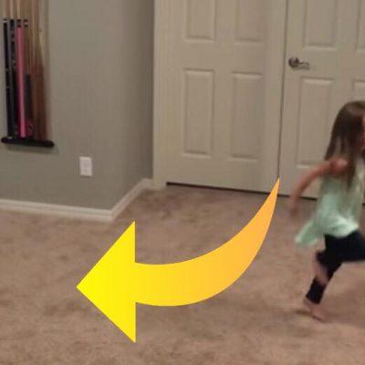 Lille pige begynder at danse - pludseligt får hun yderst underholdende selskab