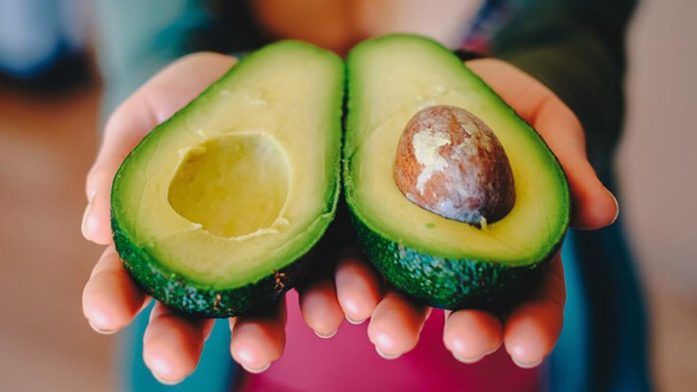 Tip: Derfor må du aldrig smide stenen ud fra din avokado - den er god for dit helbred