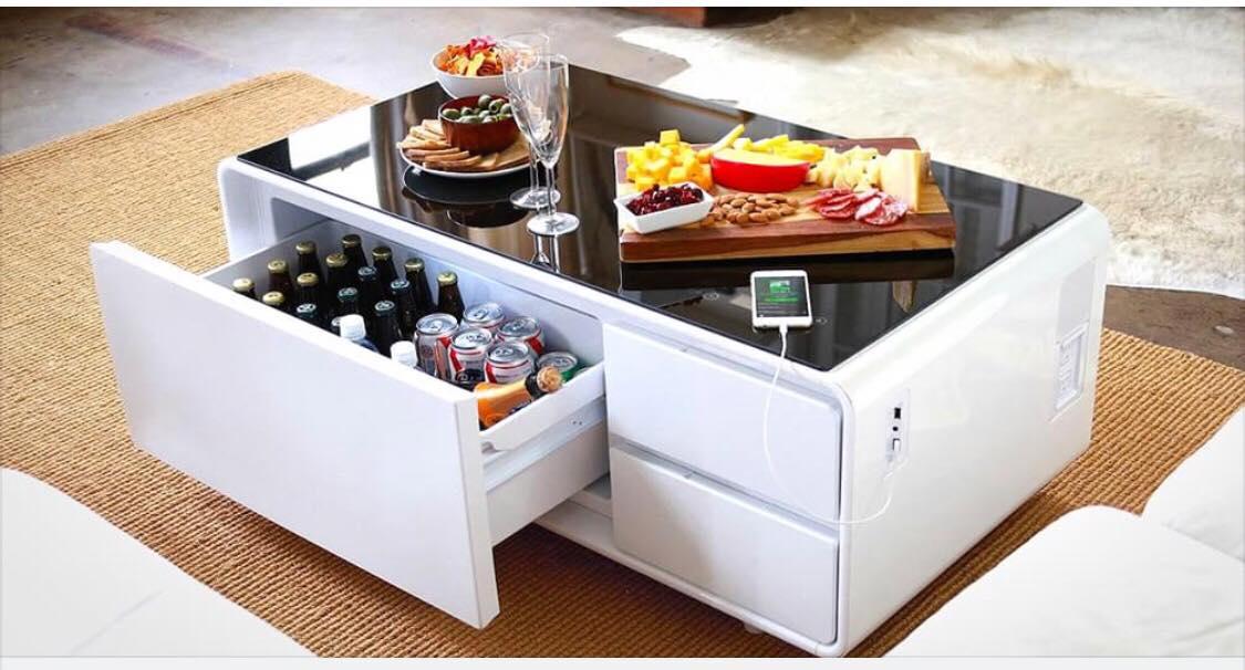 Genialt sofabord endelig til salg - det kan køle dine øl og oplade din mobiltelefon!