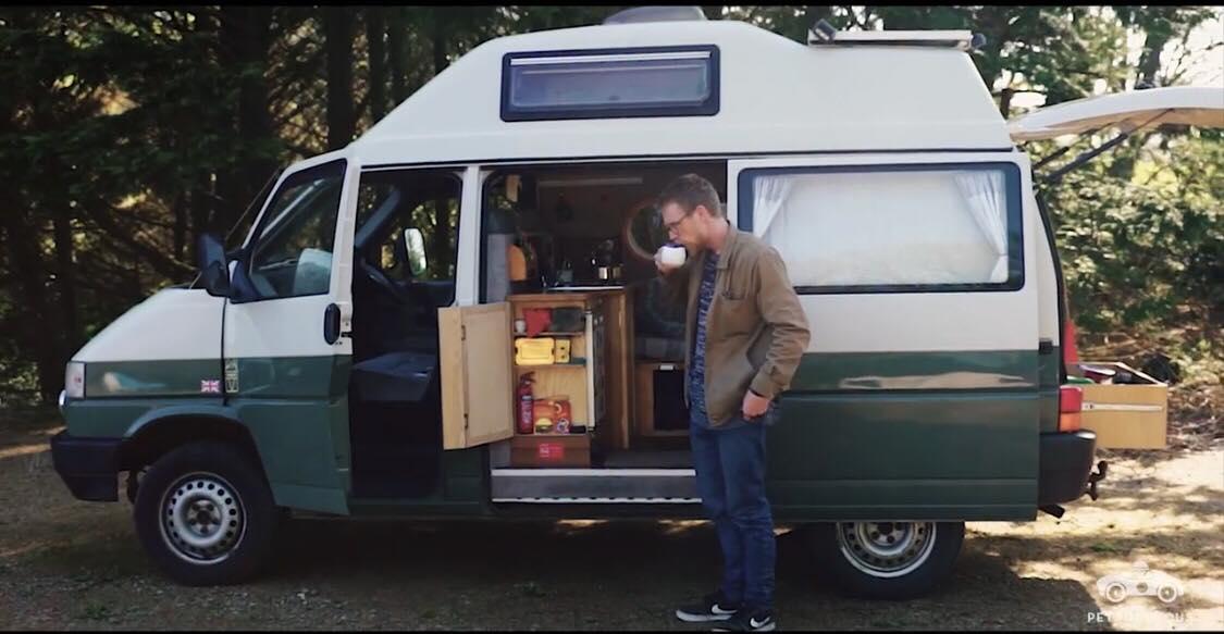 Han solgte alt han havde, og bor nu i en VW T4: ''Jeg har aldrig været mere lykkelig''