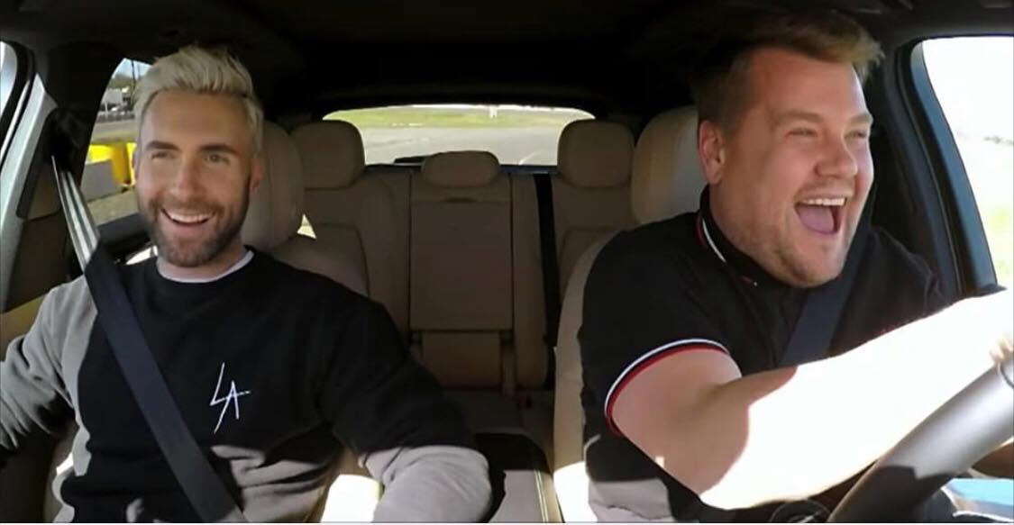 Adam Levine sidder i bilen med James Corden - Bliver pludseligt holdt ind til siden af politiet!