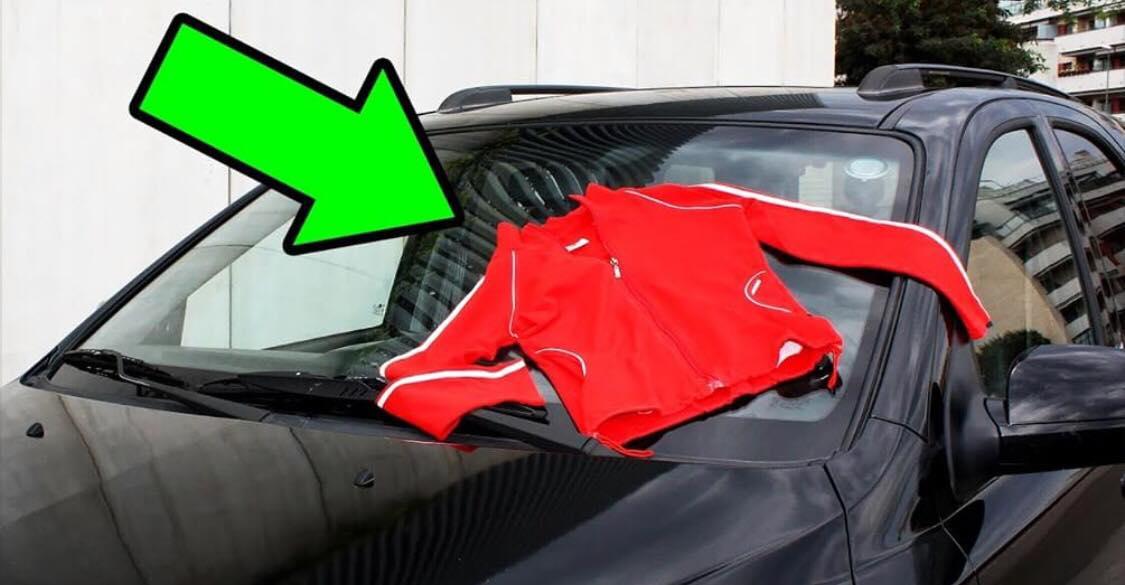 ADVARSEL: Ser du en trøje på din bil, må du absolut ikke kører væk eller røre den!