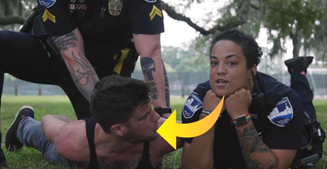 Politiet arrestere mand - videoens uventede drejning har fået hele verden til at grine!