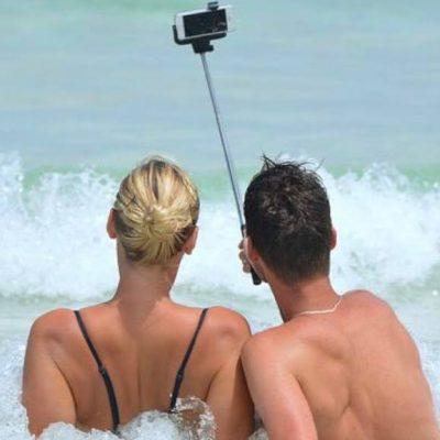 Ny statistik viser: Folk dør nu oftere af selfie-relaterede ulykker end hajangreb