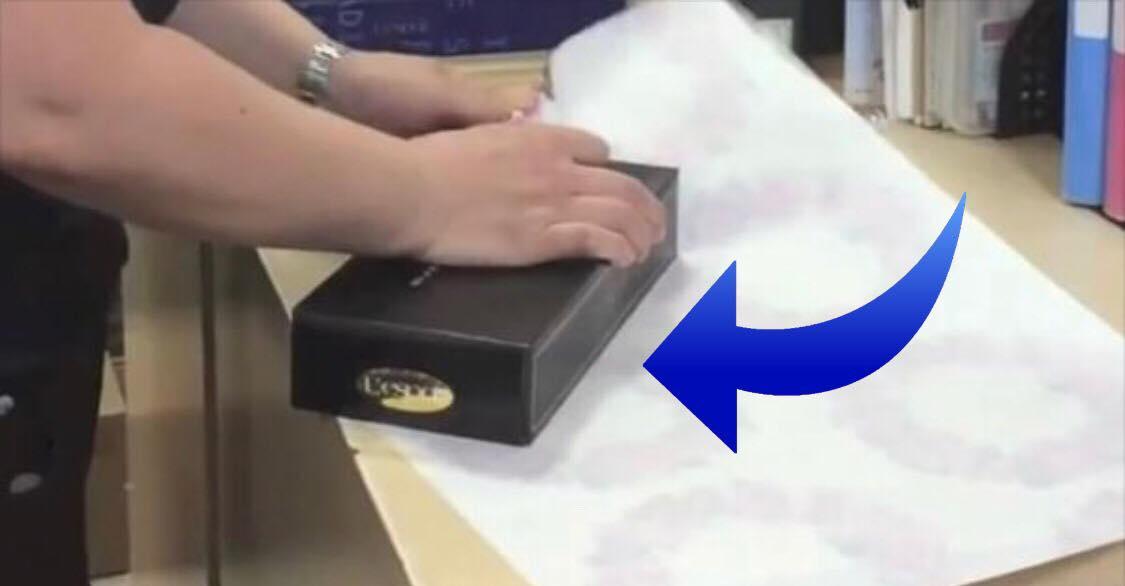 Genialt tip til gaveindpakning: se videoen der nu er gået verden rundt